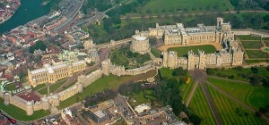 500px-Windsor_Castle_from_the_Air_wideangle (1)